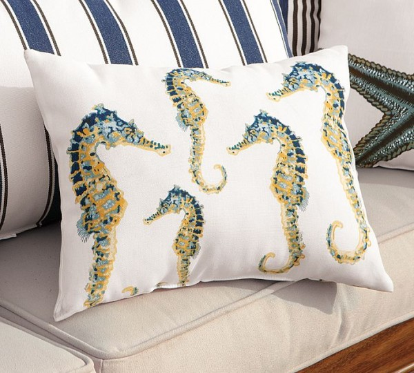 outdoor-pillow-seahorse-model