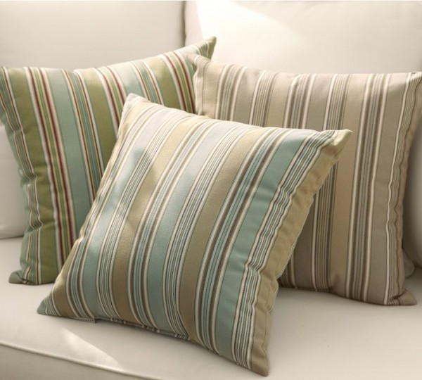 outdoor-pillows-stripes