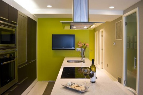 green-wall-on-modern-kitchen