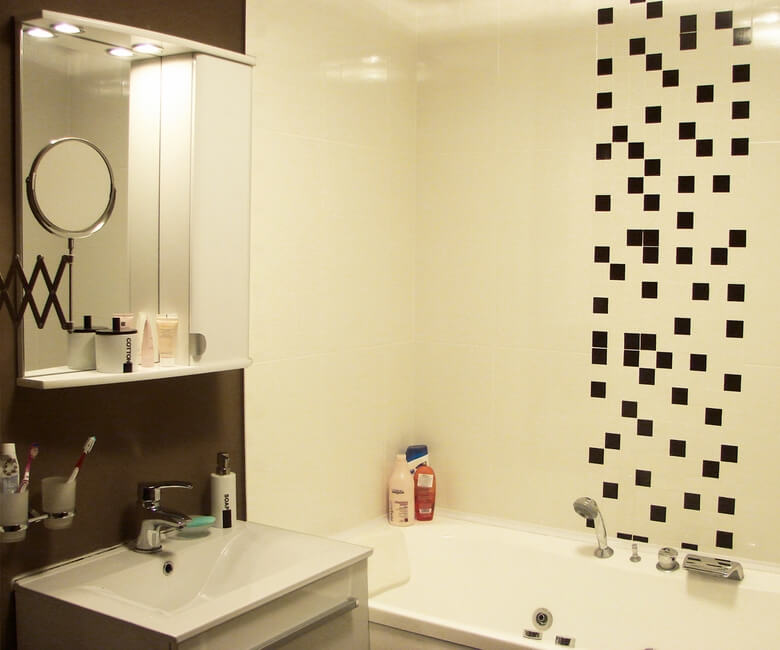 Graphic-elements-in-a-modern-small-bathroom