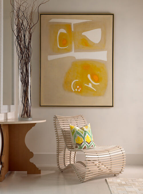 Minimalist-living-room-with-abstract-art
