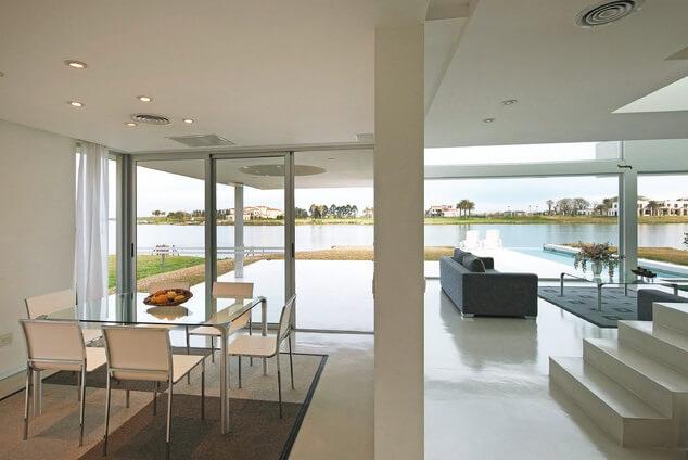 Spectacular Modern Residence Incorporating Amazing Pool Design
