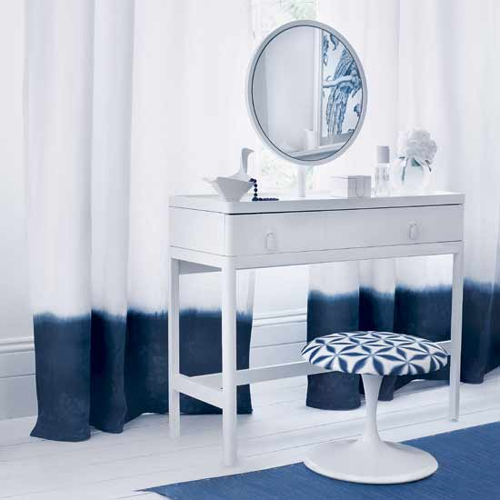 simple-dressing-table