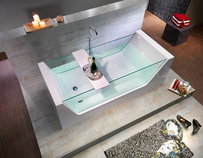 Bathtub-with-glass