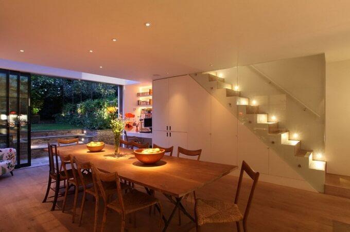 Soft-lighting-in-dining-room