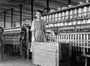 Design Luminy Lewis-Hine-Adrienne-Pagnette-an-adolescent-French-illiterate-speaks-almost-no-English.-Is-probably-14-or-15.-Doffs-on-top-floor-spinning-room-in-Glenallen-Mill-Winchendon-Massachusetts-1911-300x221 William Morris - La vie ou la mort de l'art Histoire du design Références Textes  William Morris