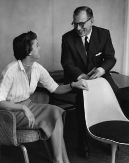 Design Luminy eero-saarinen-florence-knoll1_21025146364_o Chaise Tulipe 1956 – Eero Saarinen (1910-1961) Histoire du design Icônes Références  Tulipe Knoll Eero Saarinen