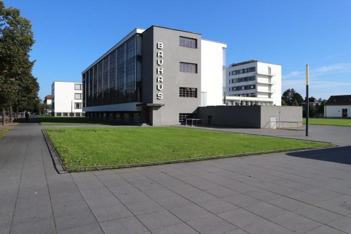 Design Luminy Bauhaus-©-Hendrik-Bohle-Bauhausgebaeude-Ensemble Bauhaus Chronologies Histoire du design Références  Mies van der Rohe Itten Gropius enseignement Bauhaus