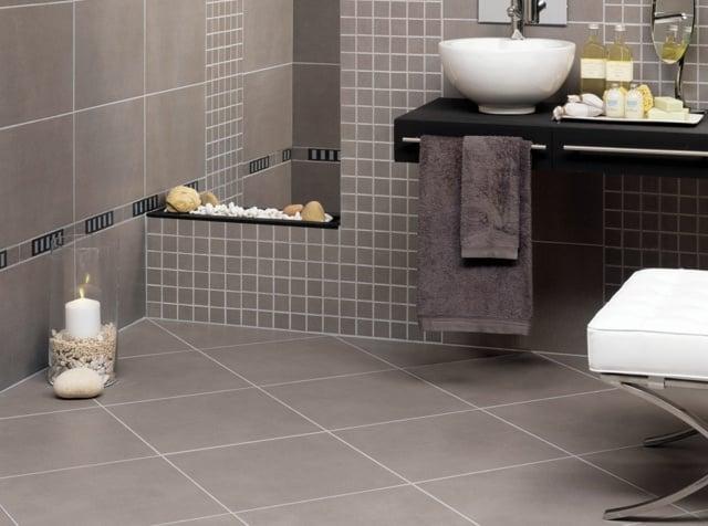 salle de bain idée peinture grise lavabo canapé bougie déco