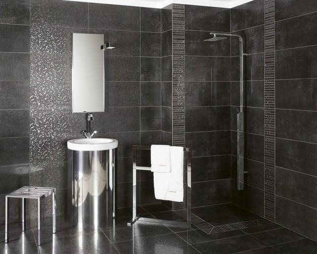 salle de bain noire idée déco carrelage lavabo douche