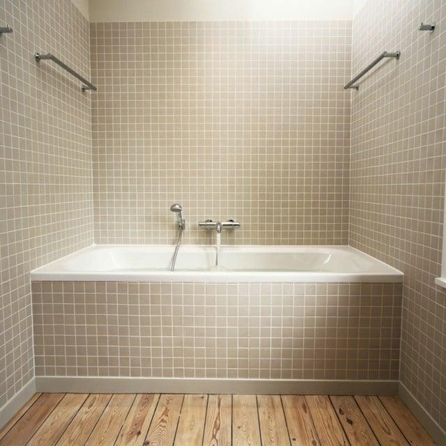 salle de bain idée peinture beige baignoire carrelage