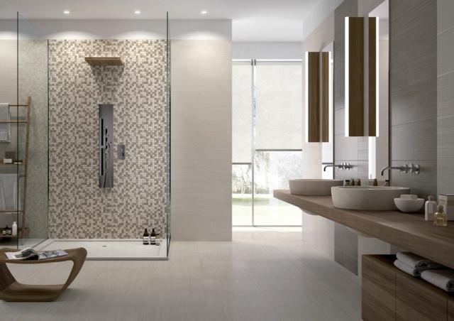 idée aménagement salle de bain spacieuse table basse en bois lavabo
