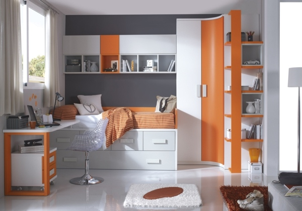 chambre d enfant peinte en couleurs vives