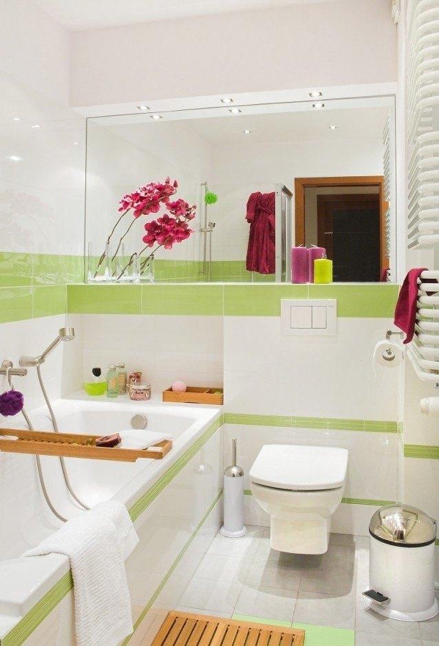peinture-salle-bains-petite-blanche-claire-accents-vert-pâle peinture salle de bains