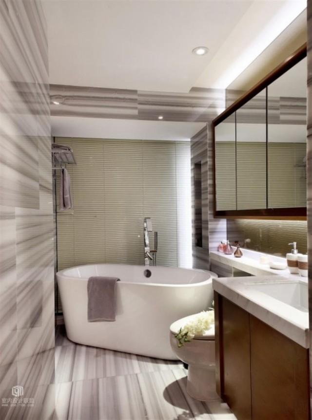 peinture-salle-bains-petite-murs-carrelage-blanc-gris-baignoire-grande-blanche peinture salle de bains