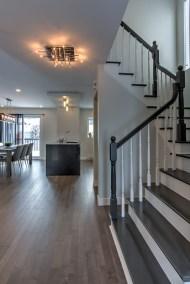 Rénovation rez-de-chaussée Cuisine transitionnelle Salle à manger Salon et Foyer Meuble sur mesure Vanité Buanderie et Escalier relooké St-Hubert 8