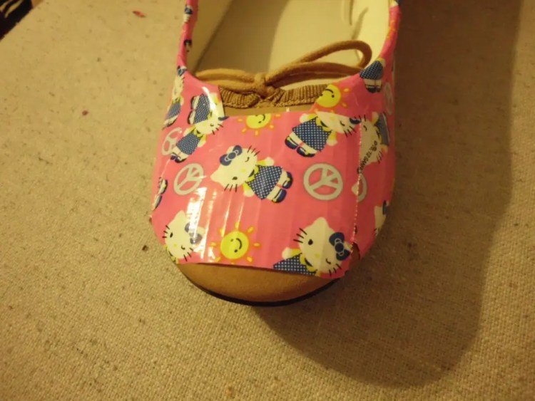 How to Give Shoes a Makeover with Duct Tape SANY0603
