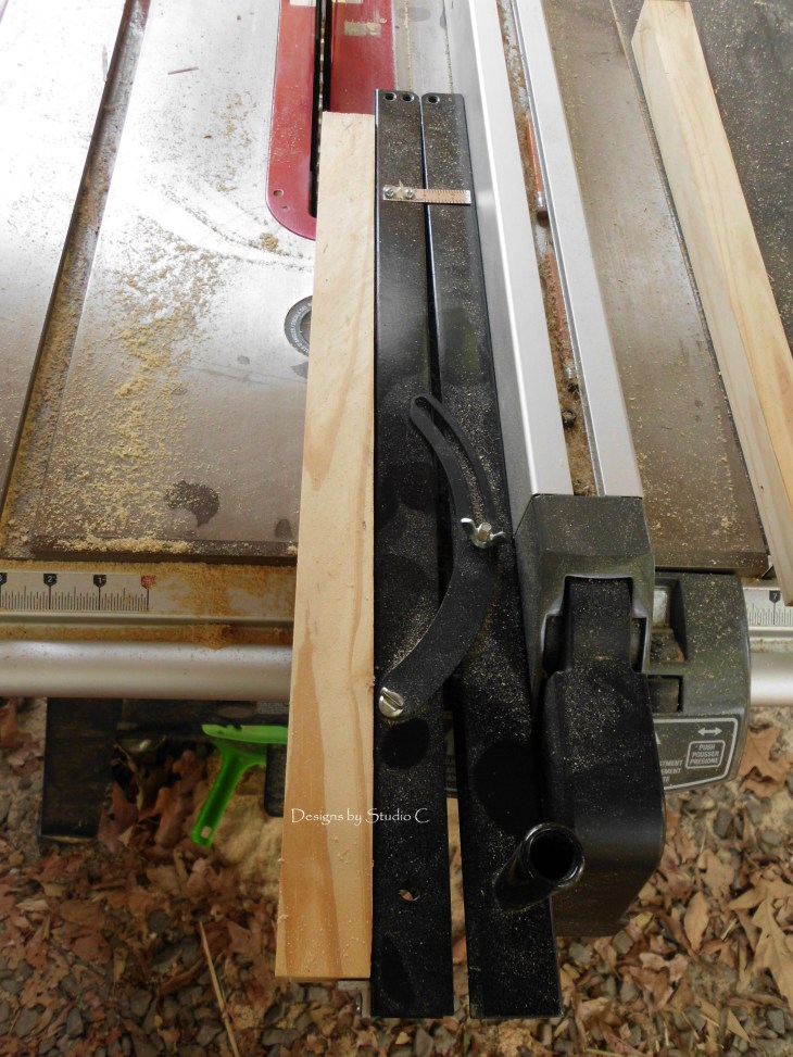 how to use a tapering jig on the table saw SANY1127