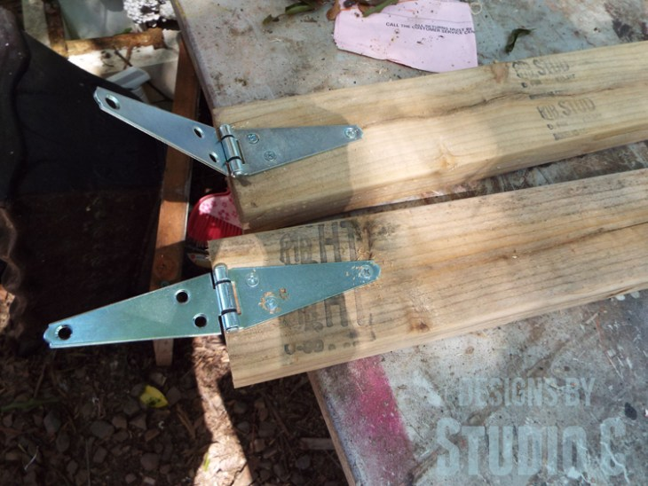 Build a DIY Large Circle Cutting Jig for a Bandsaw - Hinges on Legs