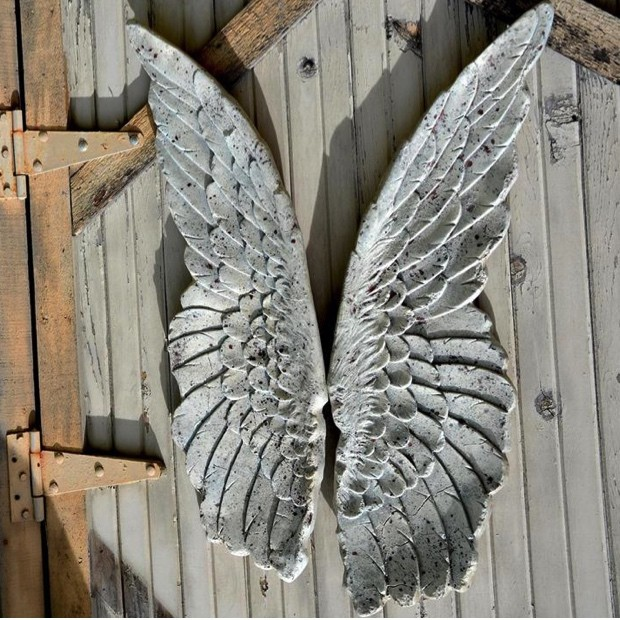 home-decoration-ideas-large-distressed-metal-angel_wings