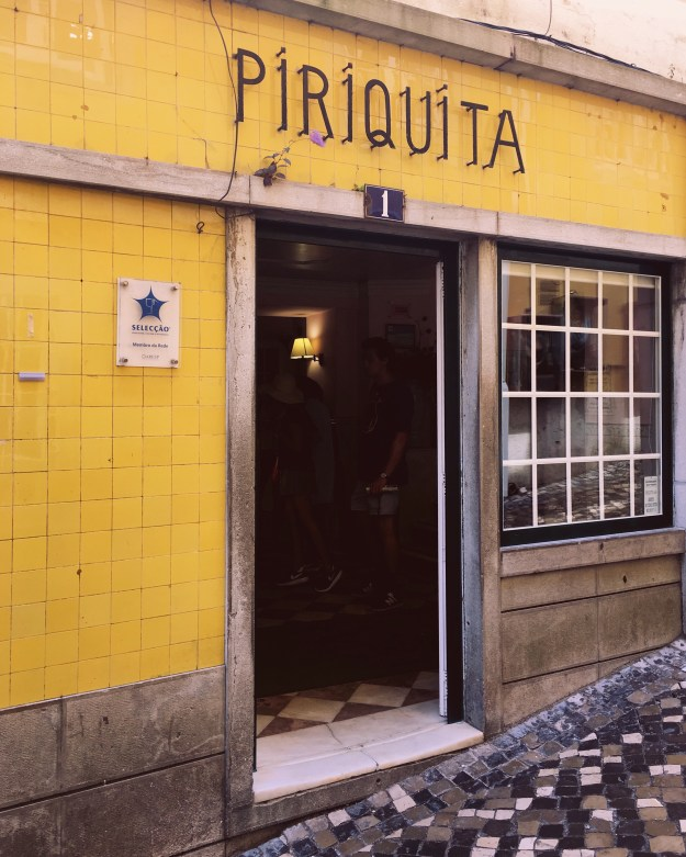 Piriquita Sintra, Yellow tiles typography