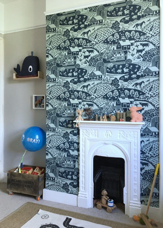 Farrow Ball Gable wallpaper interior ideas, childrens room decor with a scandi monochrome scheme, cornforth white, vintage and wooden toys, oyoy monochrome rug, ferm living denim whale (4)