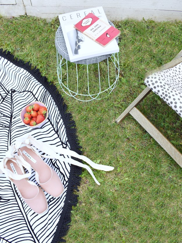 Summer style in the garden, bohemian monochrome