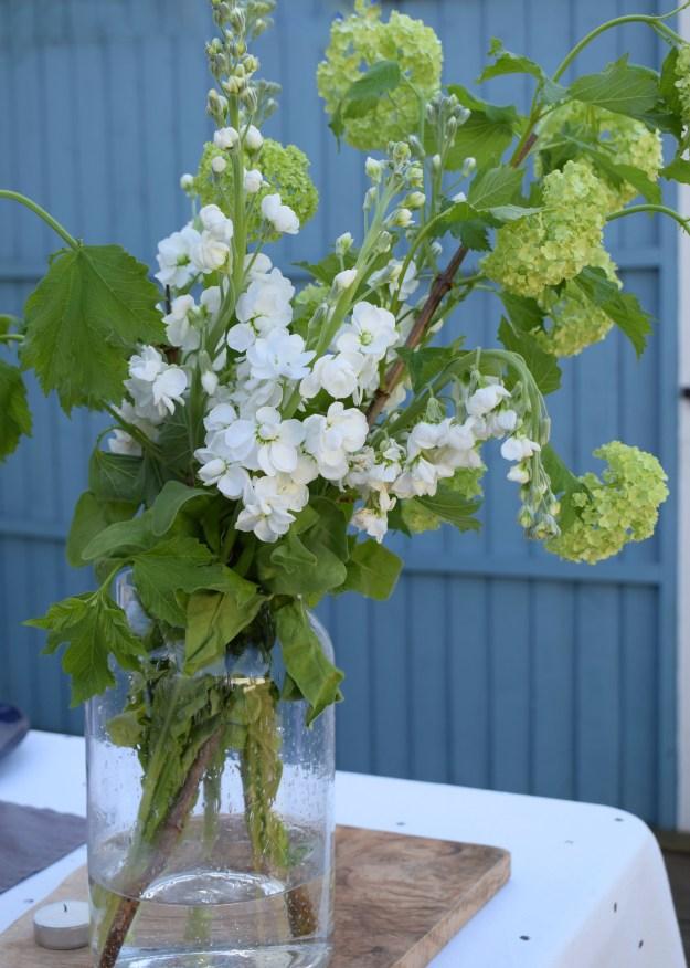 simple table ideas floral display, white stocks and viburnum