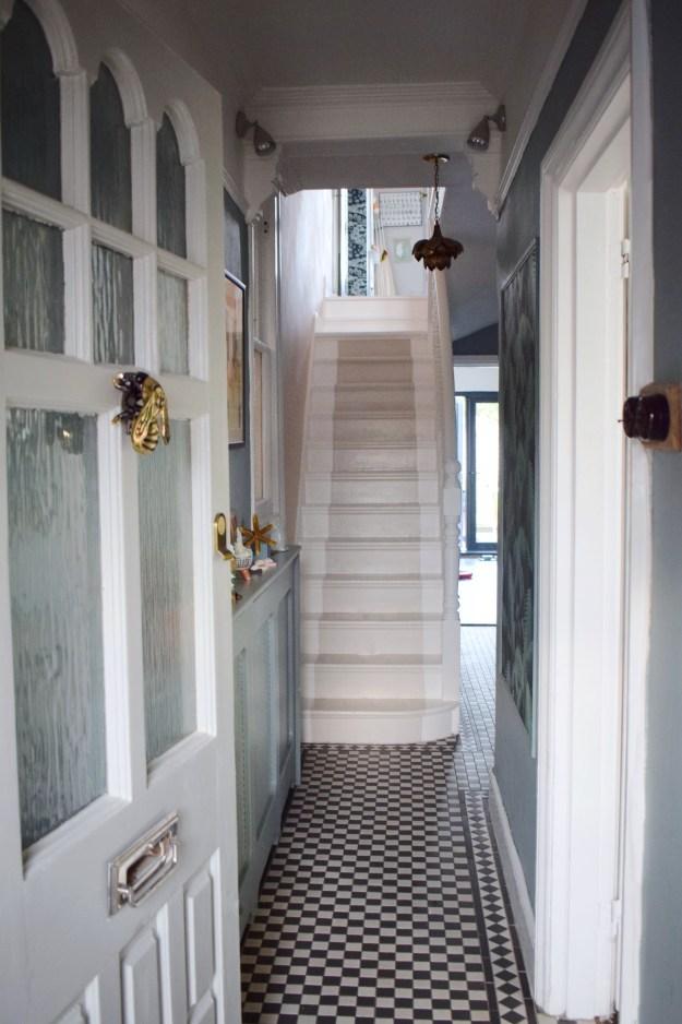 DIY Guide Sanding Painting Floors with Farrow Ball Modern Eggshell floorpaint Railings, White and Shadow white (1)