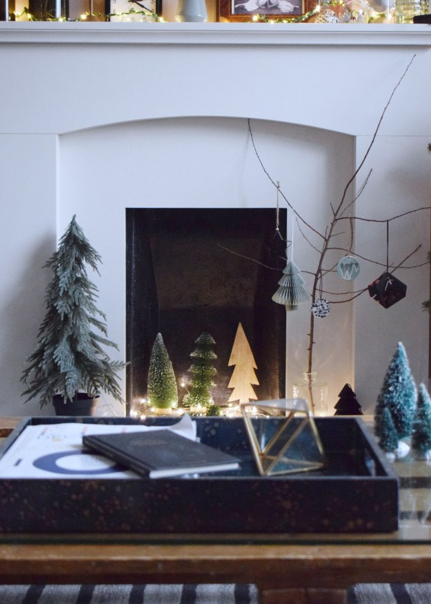 Living-Room-Christmas-Tree-with-christmas-look-scandinavian-design (1)