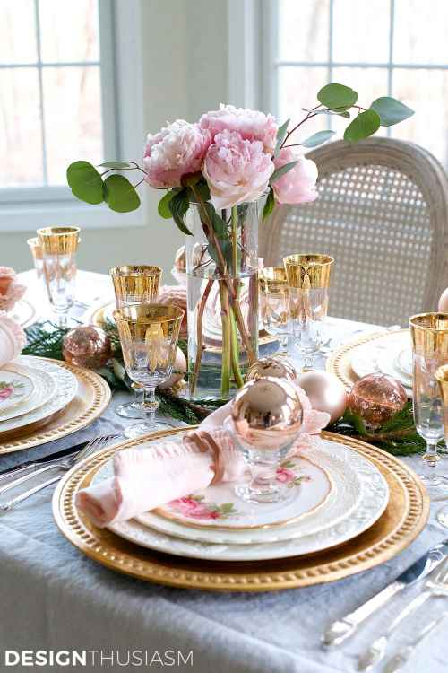 Elegant Christmas Table Setting in Pink and Gold   Designthusiasm.com