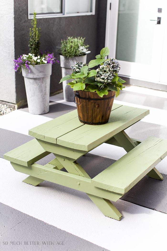 kids-picnic-table-makeover-premier-paints-endive