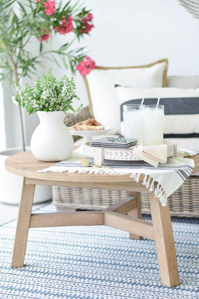 how-to-brunch-for-two-on-the-patio-hand-carved-serving-tray-world-market-outdoors-entertaining-tips-simple-black-white-plates-filigree-plastic-glasses