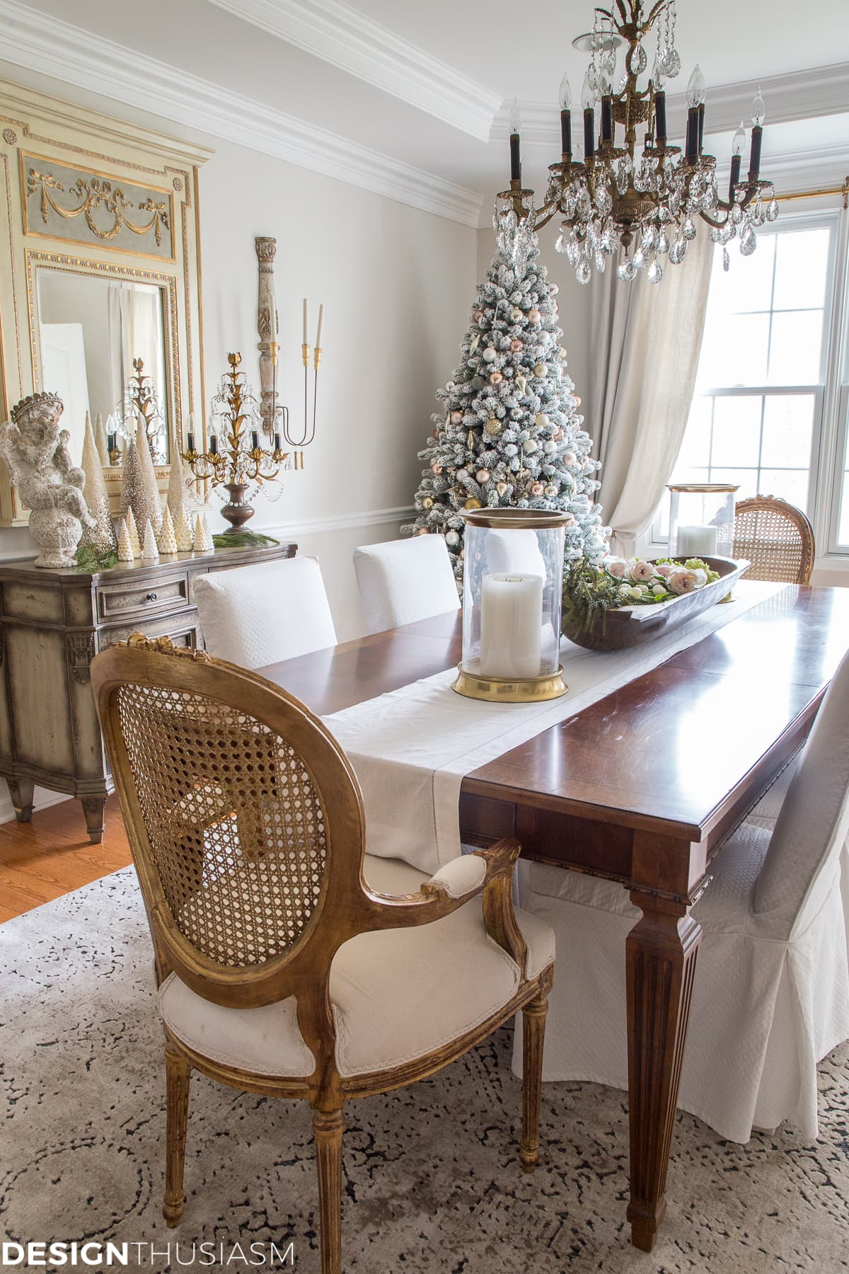 Elegant Holiday Decorating Ideas for the Dining Room on Dining Room Curtains Ideas  id=41937