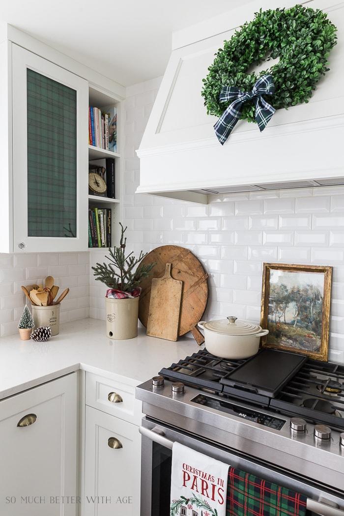 vintage-christmas-plaid-decorating-ideas-kitchen