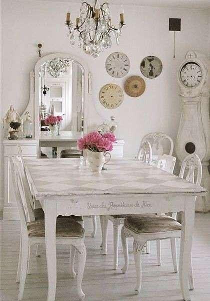 tavolo-e-sedie-dal-sapore-retro