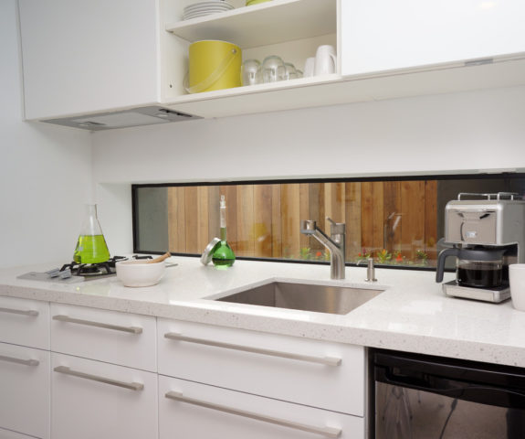 Дизайн небольшой светлой кухни