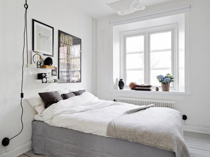Небольшая бежевая спальня в стиле минимализм