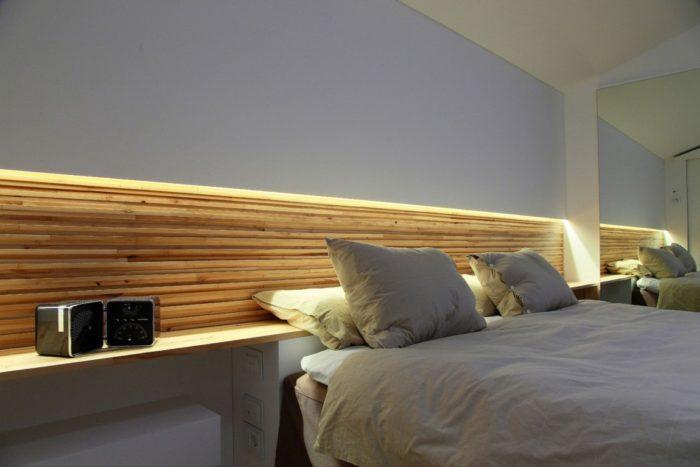 Ниша с подсветкой в спальне за кроватью