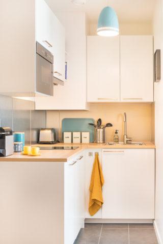Очень маленькая кухня без аксессуаров