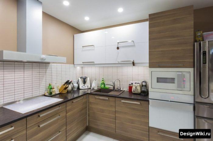 Встроенная техника в маленькой кухне