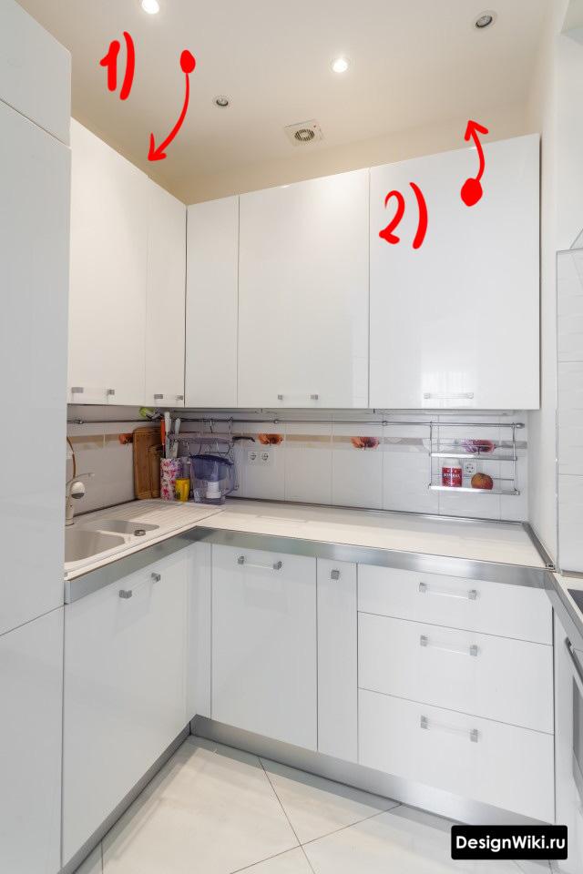Идея дизайна маленькой кухни - опускаем потолок или поднимаем шкафы