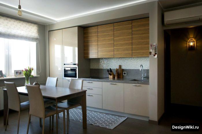 Kök inredning med svarta möbler