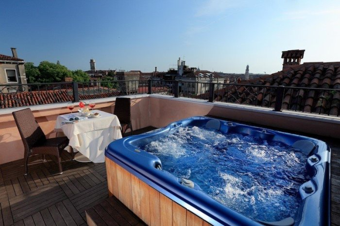 rooftop jacuzzi and pool