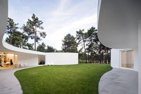 1912 House in Aroeira by Aires Mateus & Associados