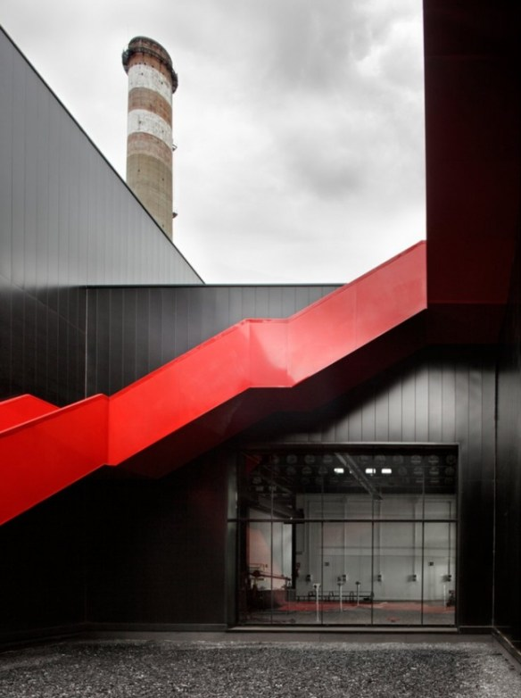 i1b142 Fundación Metal [Slab], All Black Metal Building