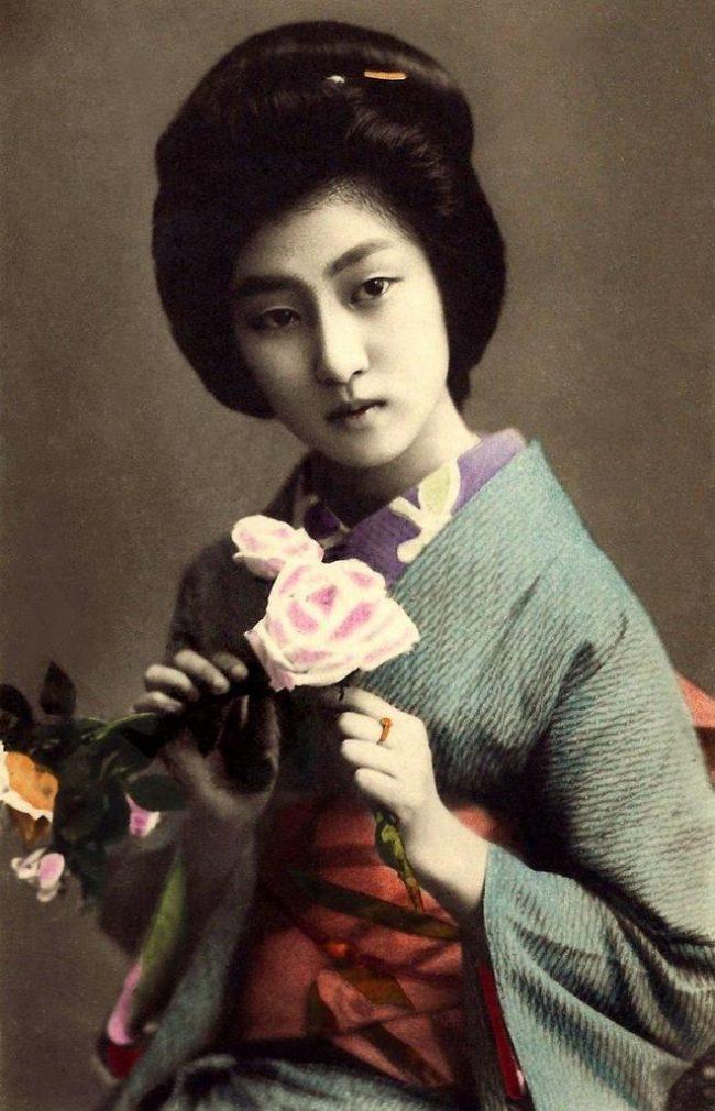 https://i1.wp.com/designyoutrust.com/wp-content/uploads/2013/01/04-The-Geisha-HAWARYU-A-Meiji-era-Beauty-from-OLD-JAPAN-4-650x1010.jpg