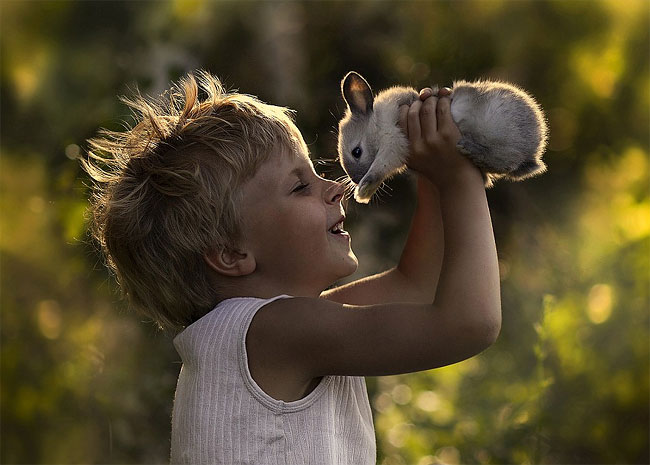 853 Mothers Intimate Photographs Capture Her Sons Special Bond with Animals