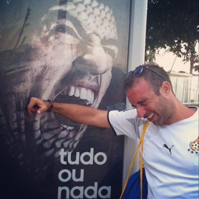 886 World Cup Tourists Take Selfies With Toothy Suarez Ad