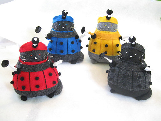 949 Sew Awesome: Fun Sci Fi Kitty Pincushions